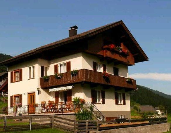 שם: Erlebenswert Bauernhof Gruber לינה בטירול, אוסטריה